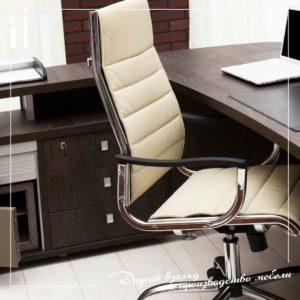 Солидный стол руководителя для небольших офисов