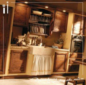 Кухня из массива в деревенском стиле
