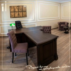 Классический солидный стол для руководителя