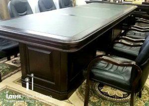 Переговорный стол из массива изготовленный на заказ на производстве в Краснодаре