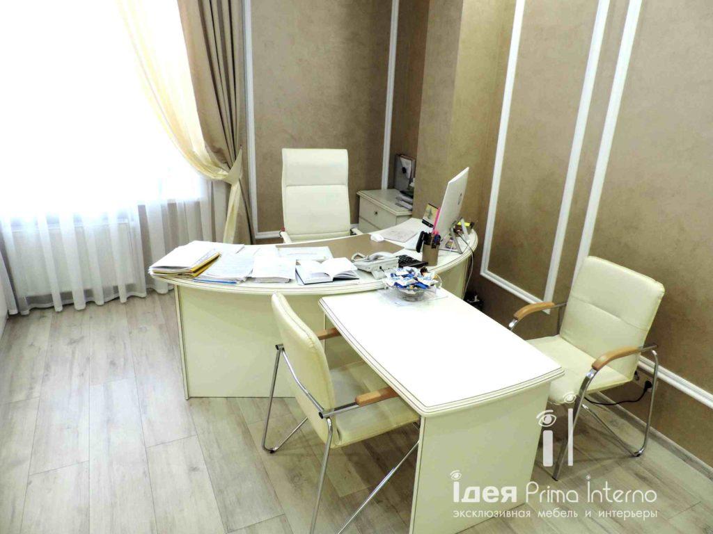 Современный стол в кабинет
