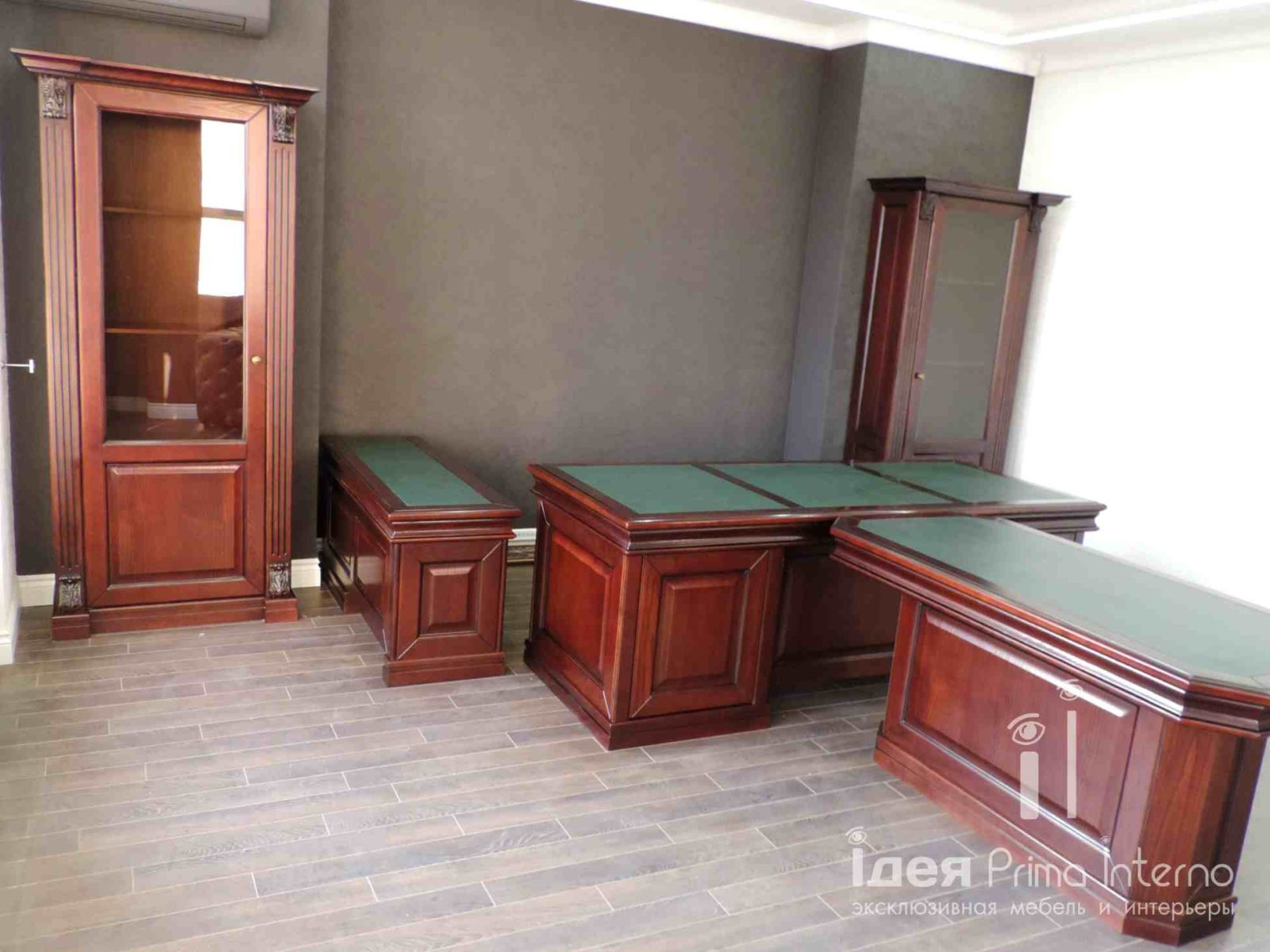 Стол, приставка, тумбы для кабинета руководителя